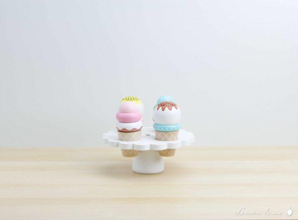 Expositor de helados en barquillo de sabores variados - Jabadabado