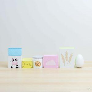 Conjunto de leche, mantequilla, miel, azúcar, harina y huevo de madera - Jabadabado