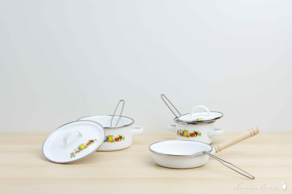 Juego de ollas de la abuela de metal con sartén y utensilios de cocina - Small Foot