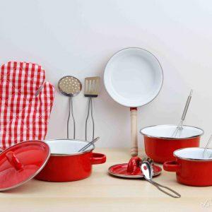 Juego de ollas de metal rojo con sartén, manopla y accesorios - Small Foot