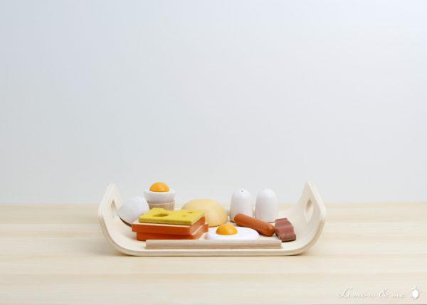 Desayuno de madera con salero, pimentero y comida - Plan Toys