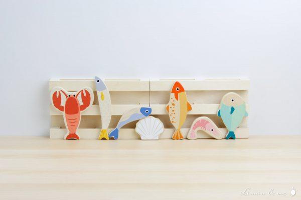 Pescado y marisco fresco de madera: langosta, lenguado, caballa, sardina, boquerón, gamba y vieria - Tender Leaf