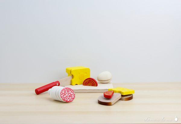 Tabla de tapas de madera con cuchillo para cortar - Erzi
