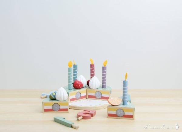 Tarta de cumpleaños de madera con plato de blonda - Little Dutch