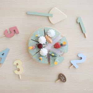 Tarta de cumpleaños de madera con toppings y velas - Little Dutch