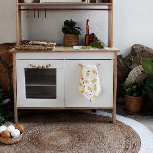 Cocina de madera con trapo de algodón orgánico estampado limones - Limón & me
